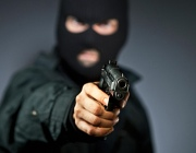 В Витебске мужчина с оружием ограбил магазин