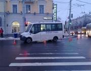 В Витебске на светофоре маршрутка сбила школьницу в наушниках