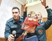 «Мой надзейны сябра: 101»: В Витебске показывают детский спектакль о правилах безопасности