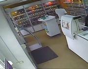 Пьяная компания попыталась ограбить салон сотовой связи в Полоцке, сотрудница попала в больницу