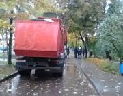 Следователи разыскивают очевидцев наезда мусоровоза на пенсионера в Витебске