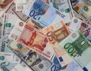 Доллар перешагнул рубеж в 2 бел. руб., евро близок к 2,4 бел. руб.: эксперты объясняют причины роста валют