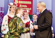 Николай Шерстнёв вручил паспорта лучшим учащимся Витебской области