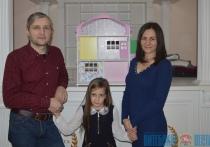 """Супруги из Витебска первыми в Беларуси начали делать домики для кукол и стали героями телешоу """"Мой бизнес"""""""