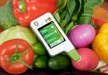 Нитрат-тестер и санэкспертиза. Корреспондент «ВВ» проверила качество фруктов и овощей на витебских рынках