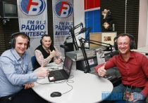 «Буэнос утрос» с белорусским акцентом. Корреспондент «ВВ» примерил роль радиодиджея в прямом эфире