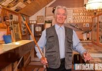 83-летний витебчанин Леонид Тиханов создал два музея, пишет песни и наблюдает за Луной