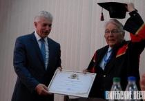 Звание «Почетный Доктор ВГМУ» получил известный немецкий ученый и хирург Ханс Бегер