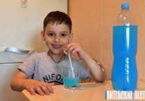 Могут привлечь упаковкой и отравить содержимым: какие напитки опасны для детей