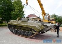 Боевая машина пехоты прибыла в обновленный парк Воинской Славы в Дубровно