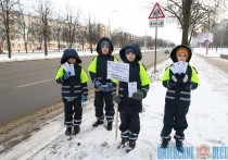 Юные инспекторы дорожного движения в Витебске раздавали памятки пешеходам и устанавливали таблички