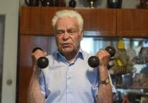 Ни дня без фото, улыбки и спорта. Секрет активного долголетия 90-летнего новополочанина Вадима Рудникова