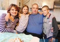 Любовь без ограничений: как социальный работник создала семью с инвалидом-колясочником