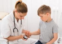 Почему дети все чаще болеют сахарным диабетом и как обнаружить первые симптомы?